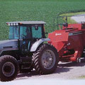 AGCO White 6195 Traktor mit Ballenpresse (Quelle: AGCO)