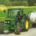 John Deere 6210 SE Traktor mit Güllefass (Quelle: John Deere)
