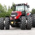 Kirovets K-3180 Traktor (Quelle: Kirovets)
