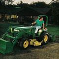 John Deere 955 Kleintraktor mit Frontlader (Quelle: John Deere)