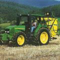 John Deere 3310 Traktor auf Basis des Renault Cerés (Quelle: John Deere)
