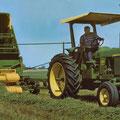 John Deere 3020 Traktor mit Feldhäcksler (Quelle: John Deere)