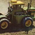 John Deere WA-14 Knicklenker Traktor mit Zwillingsreifen (Quelle: John Deere)