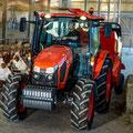 Kubota M5092 Allradtraktor mit Futtermischwagen (Quelle: Kubota)