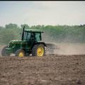 John Deere 4040 Traktor mit hydraulischem Allradantrieb (Quelle: Classic Tractor Magazine)
