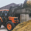 Kubota ME8200 Allradtraktor mit Frontlader (Quelle: Kubota)