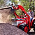 Kubota L2402 DT Traktor mit Frontlader (Quelle: Kubota)