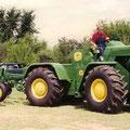 John Deere 8010 Knicklenker Traktor (Quelle: John Deere )