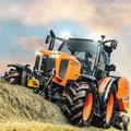 Kubota M135GX-IV Traktor mit Rundballenpresse (Quelle: Kubota)