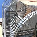 Kulturdenkmal Uhlandschule Pfullingen, Anbau einer Fluchttreppe mit Aufzug