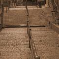 尾道市西土堂町 石段と列車がある風景 【撮影:2010.12.12】
