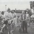 """Eine Gruppe der """"Urlaubs-Radfahrer"""" unterwegs bei einem Sammel-Halt"""
