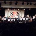 Die SJK mit dem neuen Banner im Hintergrund; Jahreskonzert 2017