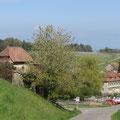 Schloss und Kirche Hagenwil kommen in Sicht