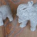 Elefanten aus Granit auf Rainbowsandstein