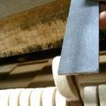 3本の弦が一定に当たるように、ハンマーを少しだけ削ります。