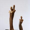 Paar, Holz-Keramik, 2013 Leihpreis 13.-- Euro, Kaufpreis 130.-- Euro        Kleine Frau, Holz-Keramik, 2013 Leihpreis 9.-- Euro, Kaufpreis 90.-- Euro