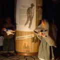 David zeigt Maria das Weihnachtsevangelium in seiner Muttersprache (Milieukrippe in Sankt Maria in Lyskirchen, Foto © lyskirchen)