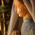 Geborgen im Arm der Mutter am Tag der unschuldigen Kinder (Milieukrippe in Sankt Maria in Lyskirchen, Foto © lyskirchen)