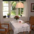 Amrum - gemütlich im Wohnzimmer mit Blick auf den Garten