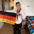 Die Fahne gabs vom Trainer Tim geschenkt :-)