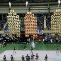 アトラクション「竿燈」会場に登場(東北三大祭りの一つ。12m,50kg)