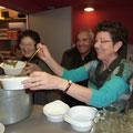 Lors du repas solidaire organisé par les associations de solidarité internationale partenaires nous avons dégusté la soupe préparée Françoise, Jean et Marie Renée. (Texte et photo : site web de Tankanto Machecoul)