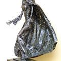 mantled woman - Size (cm): 40x67x35 - metal sculpture