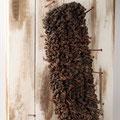 """Der braune Mob"" | Wischmopp, Holz, Nägel | Foto S. Keller"