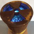 """Strahlende Zukunft"" | Metallgefäß, Nägel, Glas, Holz, Leuchtkörper"