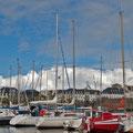 Im Hafen von Concarneau mit Blick auf die Stadtmauer