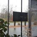 TV-Halterung-Klemmstange-Schaufenster