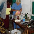 Ambulanz im Atman's Hospital Sumbawanga mit Violet Sowoki und Dr. Mrozek