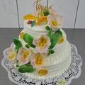  3 : Torte zur weißen Hochzeit - schlicht mit Blumenleiter