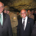 Umberto Magnani e Nelson Jobim all'interno del museo/grotta