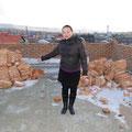 Bolormaa, die Lehrerin für Mongolisch hat ihren Arbeitsplatz im 1. Stock