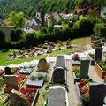 Friedhof/Kirche      Foto: Hermann Stolz