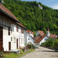 Siedlungsstraße/Kirche     Foto: Hermann Stolz