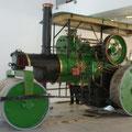 Eine funktionsfähige Dampfwalze.