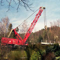 Die Brücke wird auf einen Waggon gehoben