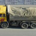 Der Steyr 1491 (ex ALPINE) war auf der Straße vor der Baustelle unterwegs