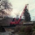 Langsam wird der Zug in Richtung Einbauort geschoben