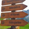 Wegweiser mit Lasergravur am Ahorn, Mayrhofen