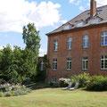 Abstecher zum Schloss Gottin mit seinem Rosengarten. Hier sind 200 Sorten englischer Rosen zu finden.