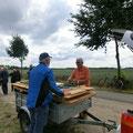 Noch schnell die Tische wieder verladen ... auf nun, zum Rest der Tour nach Ludorf und Röbel.