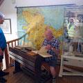 Ein kurzer Blick in das Museum der Kupfermühle in Glinde. Musterschüler Achim macht schon wieder Hausaufgaben.