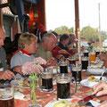 Mittagessen und lecker Bier
