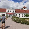 Das Gutshaus Alt-Sührkow wird vom dortigen Milchhof unterhalten.