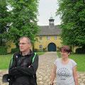 Vor dem Torhaus in Jersbek