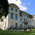 Vom Park ging es zum Gutshaus von Ivenack, welches noch auf die Erlösung wartet